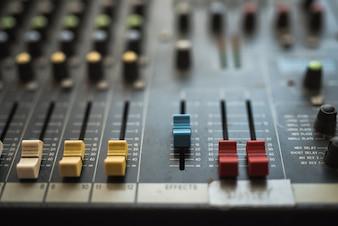Tastenausrüstung in der Audiomischkonsole