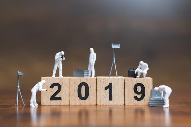 Tatortuntersuchung auf holzblock nr. 2019