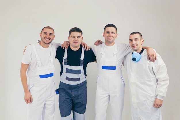 Team männlicher bauarbeiter