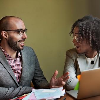 Team partner business diskussion kommunikationskonzept