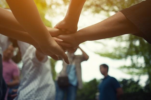 Teamarbeit mit unseren armen und händen.
