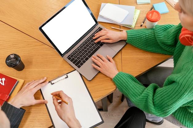 Teambesprechung für startups hautnah