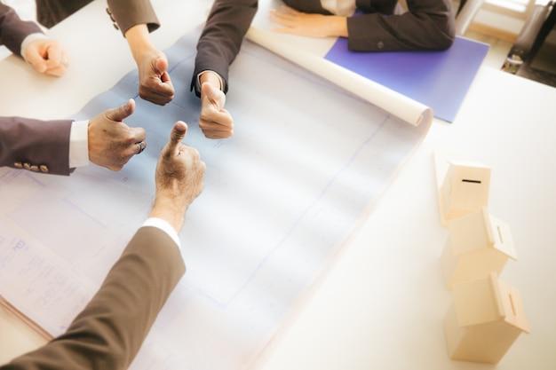 Teambesprechungen und besprechungen mit geschäftspartnern