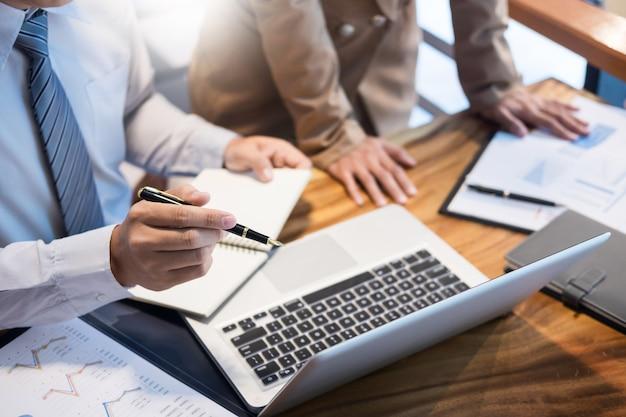 Teamwork-startup-projektplanung für ein großartiges diskussionsteam treffen zusammenarbeiten
