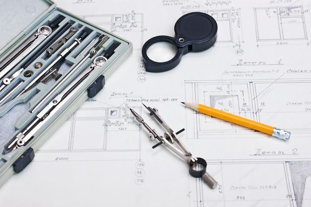 Technische zeichnungen und ein taschenrechner