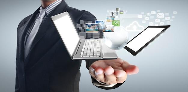 Technologie-tech-geräte in händen miteinander verbunden