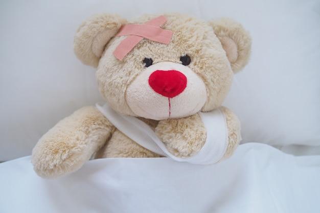 Teddybär mit einer wunde