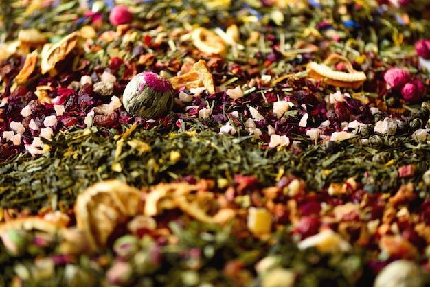 Tee hintergrund: grün, schwarz, floral, kräuter, minze, melisse, ingwer, apfel, rose, limette, obst, orange, hibiskus, himbeere, kornblume, cranberry.