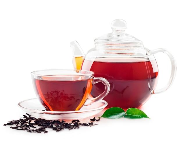 Tee in der tasse lokalisiert auf weiß