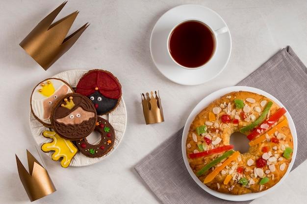 Tee mit dessert fröhliche offenbarung