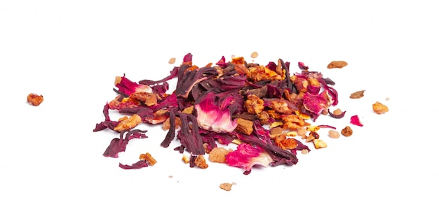 Tee mit kandierten früchten und rosenblättern