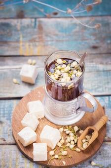 Tee mit türkischem genuss