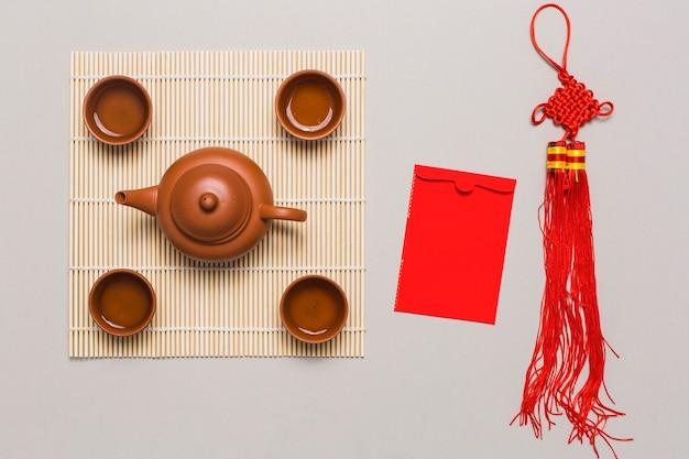 Tee-set und chinesische dekorationen