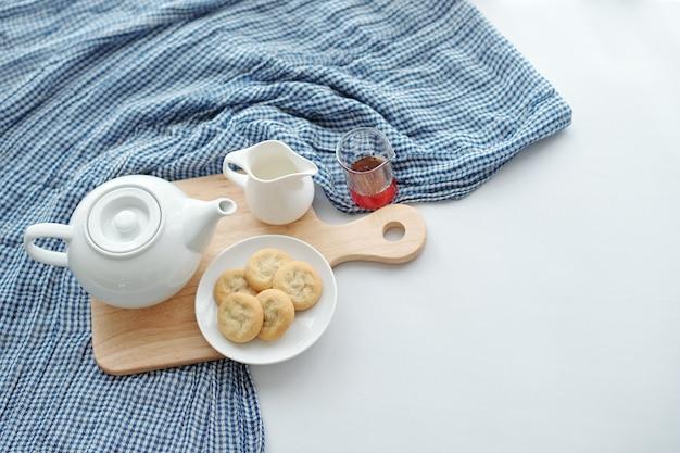 Tee und hausgemachte kekse