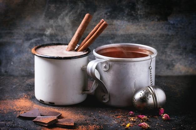 Tee und heiße schokolade