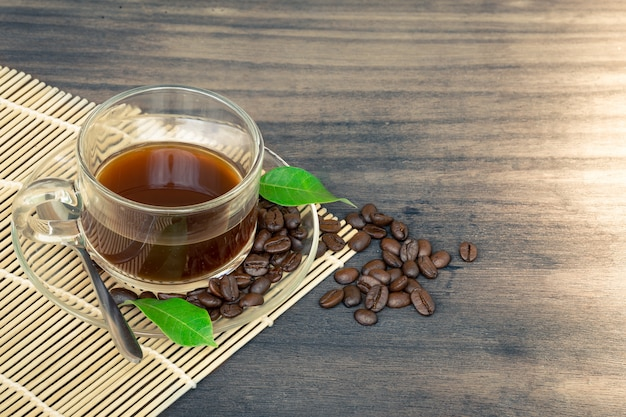 Tee und kaffeebohnen