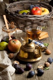 Tee und obst