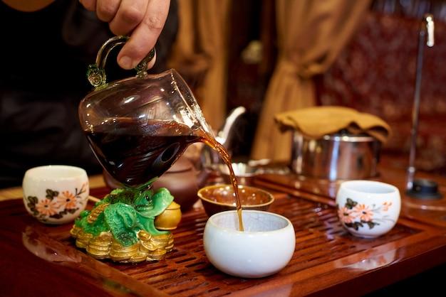 Tee-zeremonie. set für die teezeremonie.
