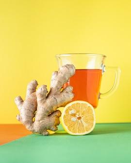 Tee zitrone und ingwer heißgetränk getränk auf dem tisch gesunde mahlzeit