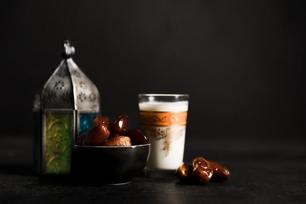 Teekanne für ramadan-tagesfeier