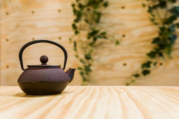 Teekanne in einer tabelle
