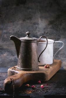 Teekanne und tasse tee