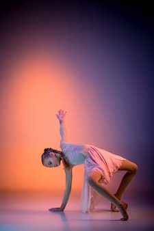 Teen moderne balletttänzerin