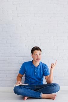 Teenager mit einer idee