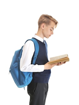 Teenager mit rucksack und lehrbuch