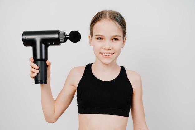 Teenie benutzt massagepistole