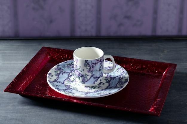Teeschale victorian, rotes tellersegment, tapete