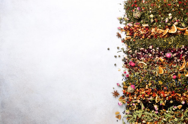 Teesorten: grün, schwarz, blumen, kräuter, minze, melisse, ingwer, apfel, rose, linde, früchte, orange, hibiskus, himbeere, kornblume, cranberry