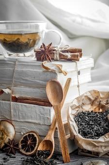 Teetasse ist in den büchern