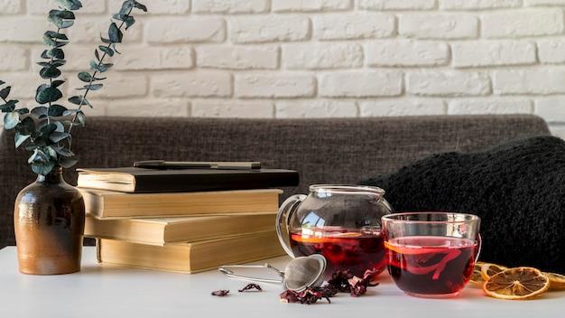 Teetasse mit kräutern