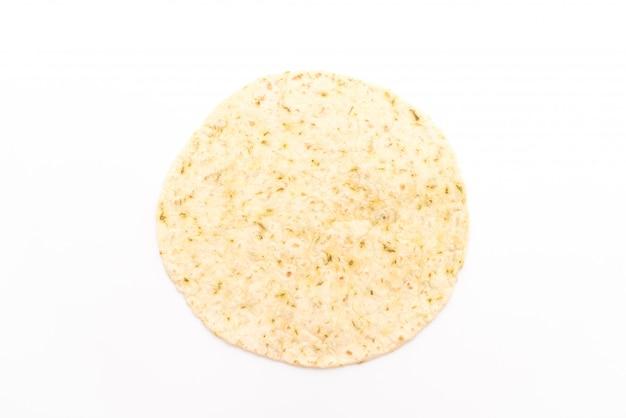 Teig-tortilla-packungen auf weißem hintergrund