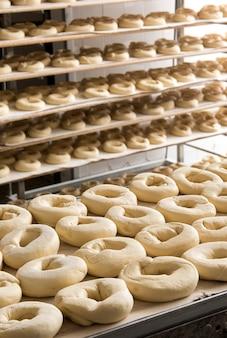 Teigkrapfen für frisella in der bäckerei