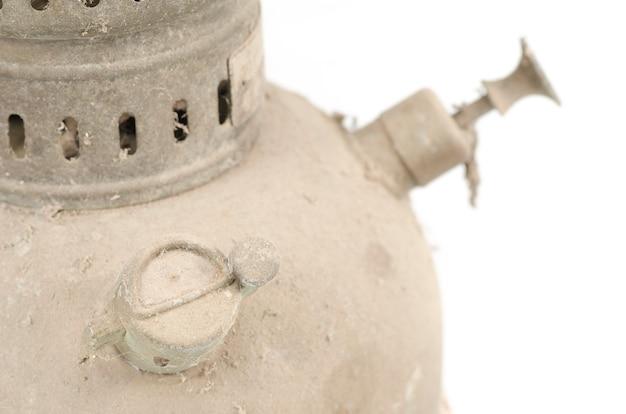 Teil der alten lampe der weinlese lokalisiert auf weiß