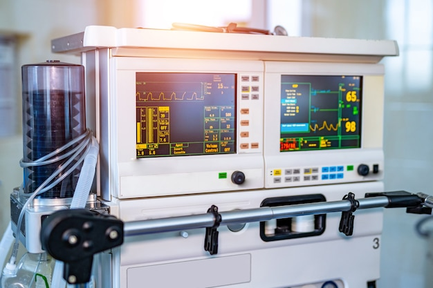Teil der ausrüstung für mechanische lüftungsgeräte. pneumonie diagnostizieren. belüftung der lunge mit sauerstoff. covid-19 und coronavirus-identifizierung. pandemie.