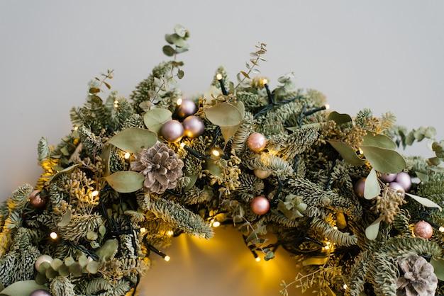 Teil der weihnachtskranznahaufnahme
