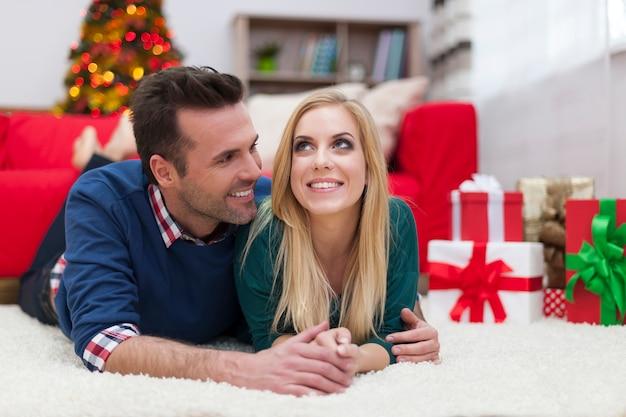 Teilen ihre liebe in der weihnachtszeit
