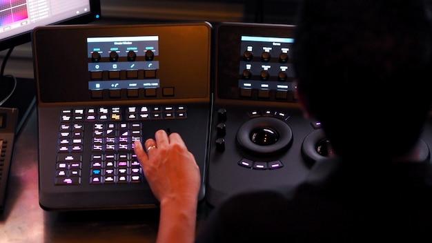 Telecine-controller-maschine zum bearbeiten oder anpassen der farbe von digitalen videofilmen oder filmen