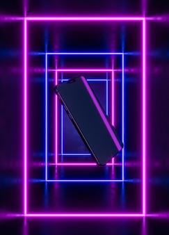 Telefon schwebt im leuchtenden licht