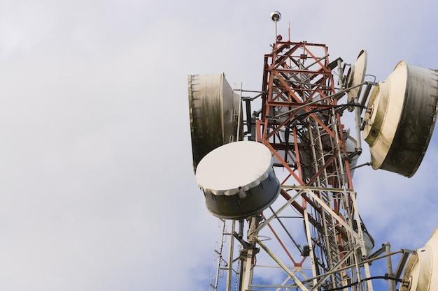 Telekommunikationstürme mit antennen