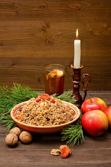 Teller der traditionellen slawischen festlichkeit an heiligabend.