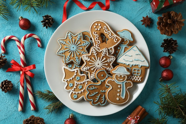 Teller mit leckeren weihnachtsplätzchen