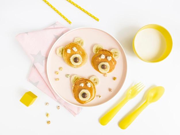 Teller mit pfannkuchen