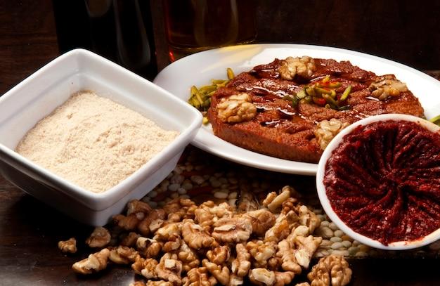Teller mit traditioneller arabischer mezza