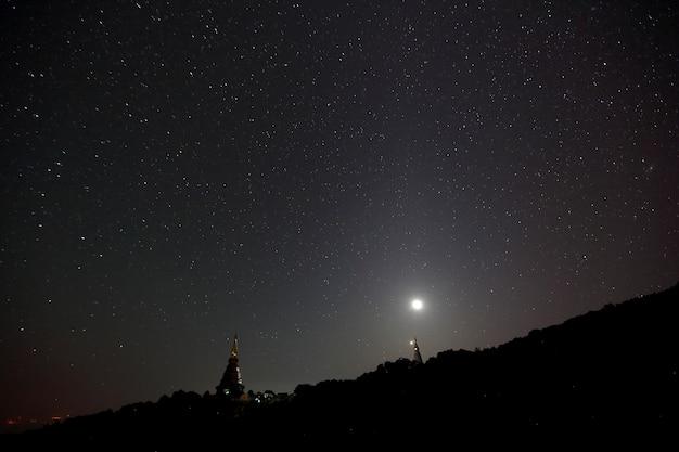 Tempel mit milchstraße