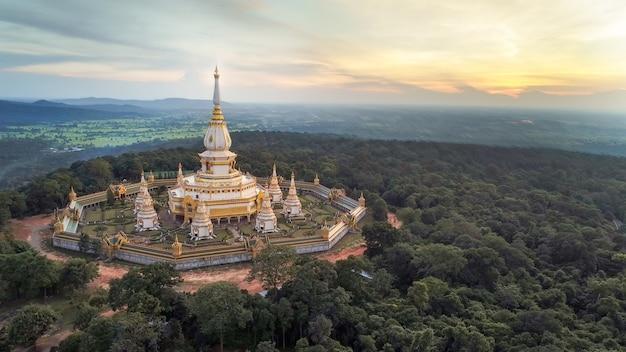 Tempel phra maha chedi chai mongkol, öffentlicher u. berühmter tempel, roi et thailand