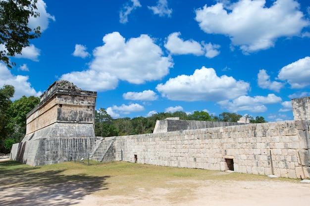 Tempel von kukulkan, pyramide in chichen itza,